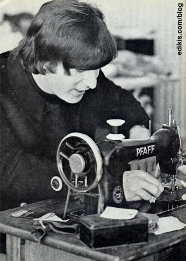 Джон Леннон за швейной машинкой!