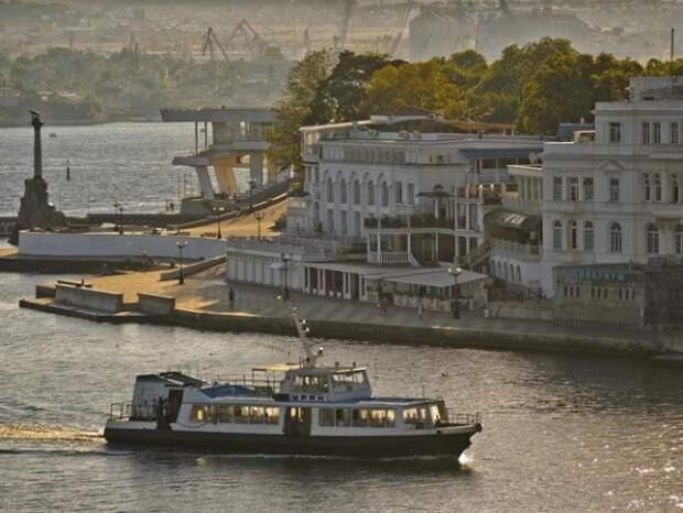 Школьников Северной стороны Севастополя лишили проездных на катера