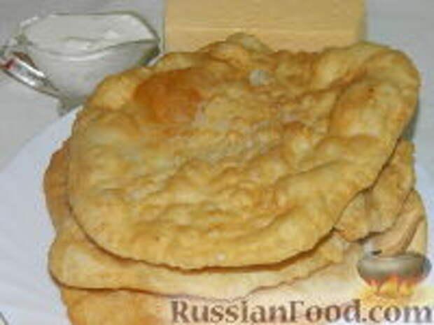Фото приготовления рецепта: Лангош - венгерская лепешка - шаг №15