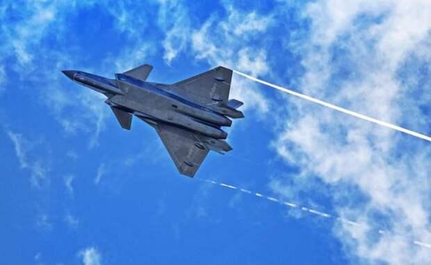 На фото: многоцелевой истребитель J-20