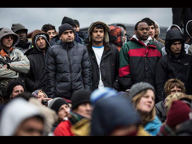 """Лондонский """"Глобус"""" показал """"Гамлета"""" беженцам в Кале"""