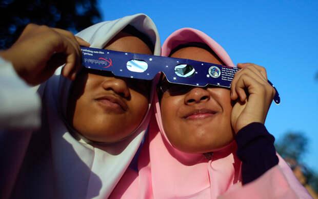 Малазийские школьницы