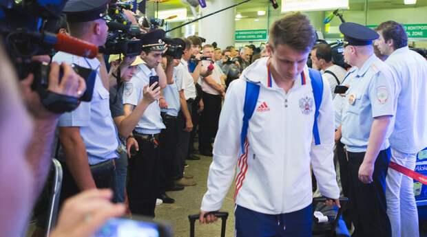 Как футболистов сборной России встретили в Москве