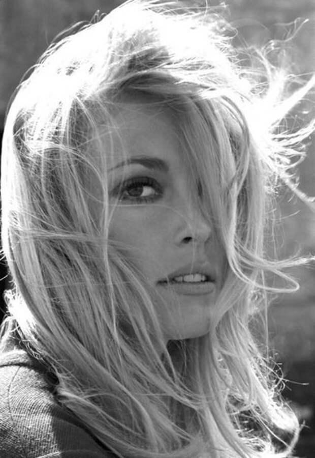 """Прекрасная Шэрон Тейт в фильме британского режиссёра Джей Ли Томпсона, """" Глас Дьявола"""". 1966 год."""
