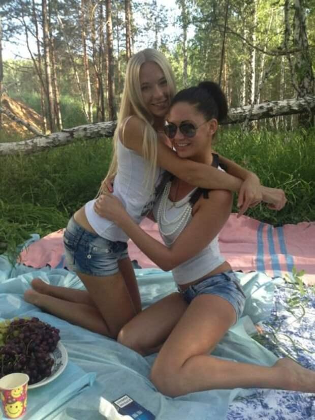 Очаровательные девушки из социальных сетей