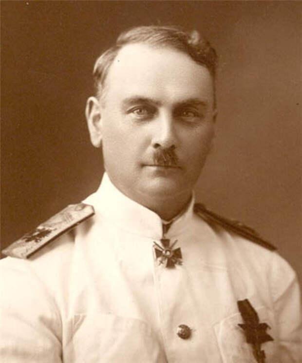 Морской офицер Анатолий Ленин