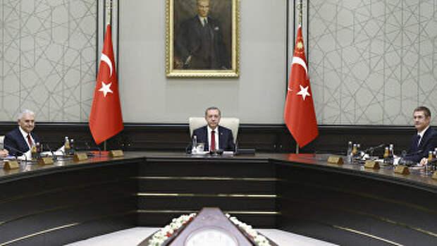 Президент Турции Реджеп Тайип Эрдоган, премьер-министр Турции Бинали Йылдырым и вице-премьер Нуреттин Каниали