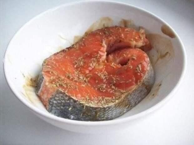 Форель, запеченная в фольге с йогуртовым соусом