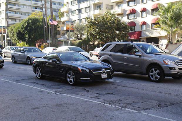 Вообще разогнаться в LA можно разве что на фривеях, но речь сейчас не о них, а о обычных улицах (surface street). америка, асфальт, дороги, лос-анджелес
