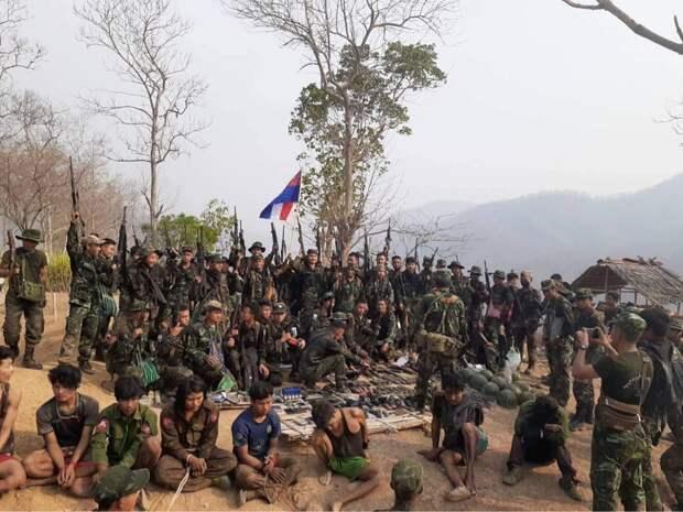 Повстанцы в Мьянме захватили военную базу правительственных войск