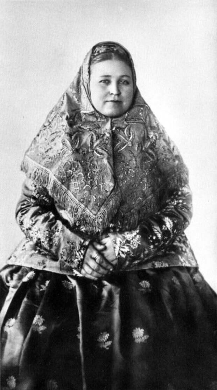 Женщина в нижегородском праздничном костюме, 1900-е