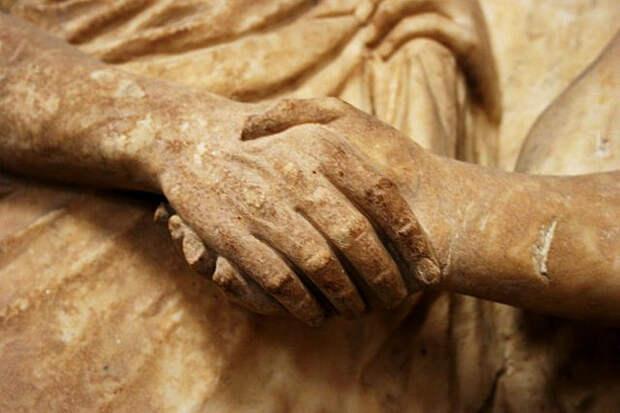 История жестов: 9 символов из античности, рекламы и бейсбола