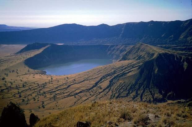 14. Кратерное озеро Дериба, Джебель-Марра, Судан в мире, озеро, природа