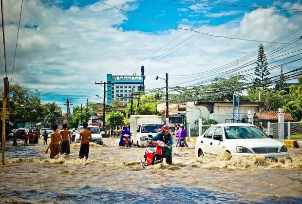 В Японии наводнения и оползни унесли не менее 25 жизней