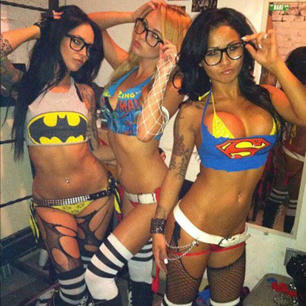 Девушки готовятся к Хэллоуину
