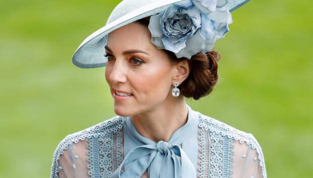 Конкурс шляпок: как Елизавета II, Кейт Миддлтон и другие королевские особы одеваются на скачки Royal Ascot