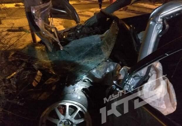 В Краснодаре иномарка врезалась в трамвай: есть пострадавший