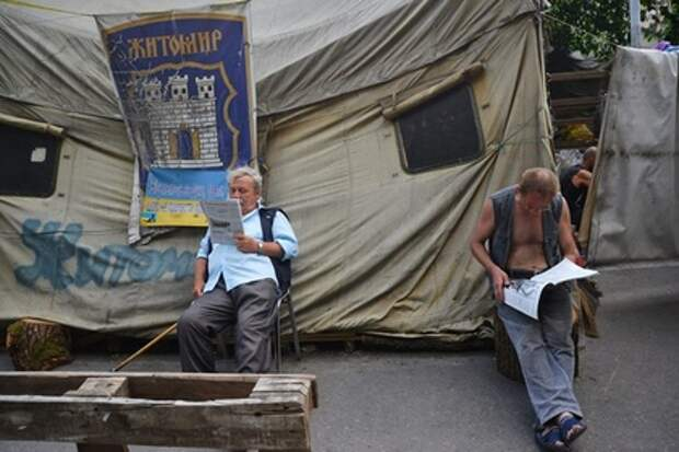 Протестующие на Майдане установили палатки и объявили голодовку