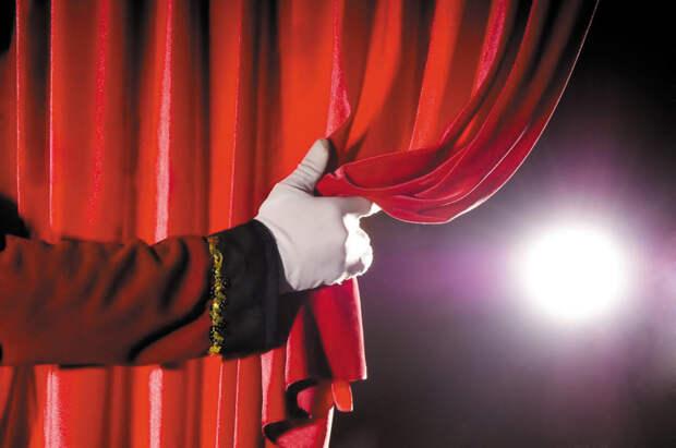Путин поручил профинансировать показ спектаклей в кинотеатрах