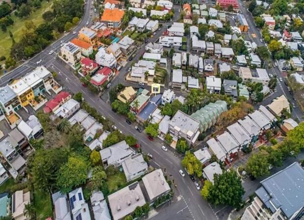 Ещё одной уникальной особенностью дома является доступ с двух улиц архитектура, в мире, дизайн, дом, склад