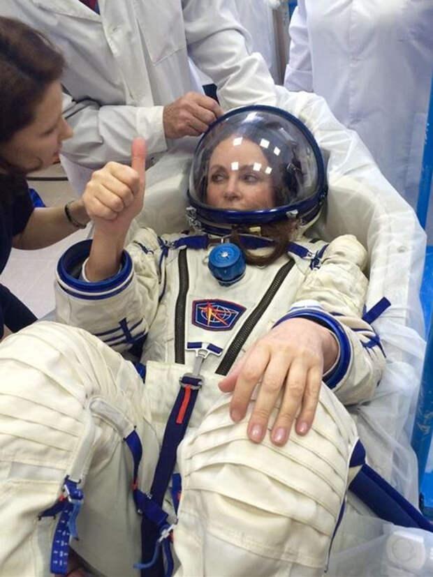 Космонавт Лена Серова вернулась!