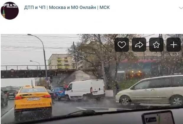 У метро «Дмитровская» произошло ДТП