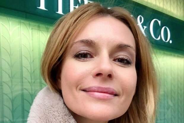 43-летнюю актрису Любовь Толкалину, осудили за фото на подоконнике