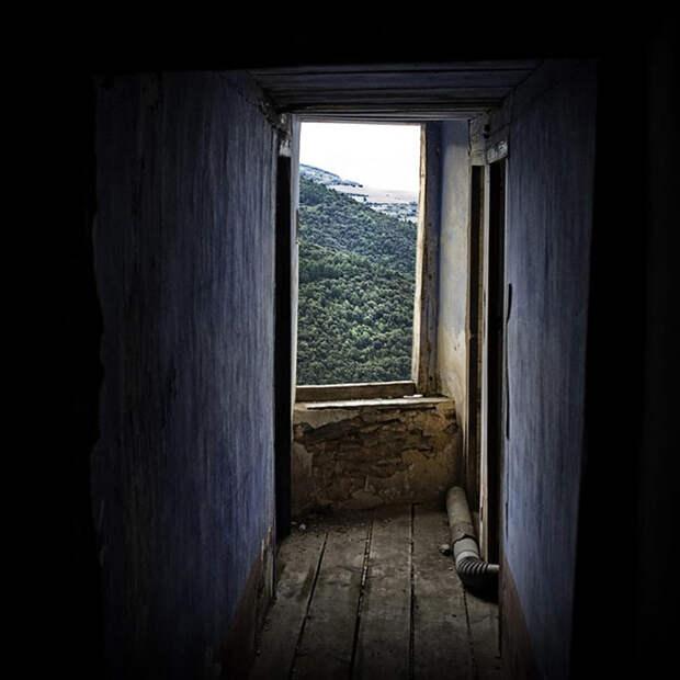 Как испанские нудисты и нью-эйджеры восстанавливают заброшенные деревни