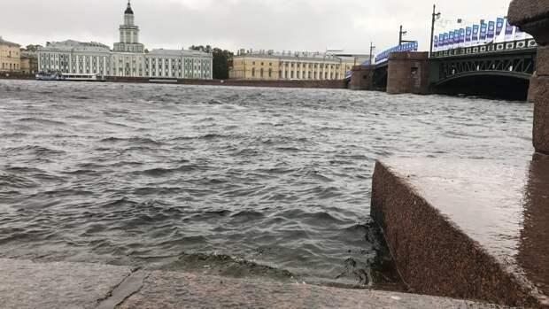 Сезон навигации по рекам и каналам в Петербурге закроют 15 ноября