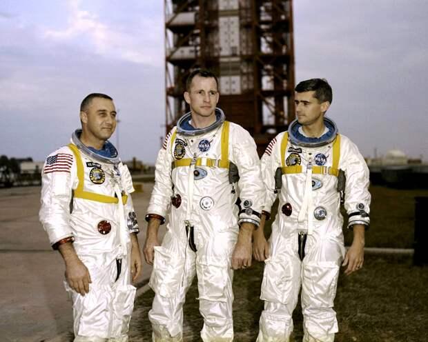 Кто сжег заживо экипаж Аполлона-1