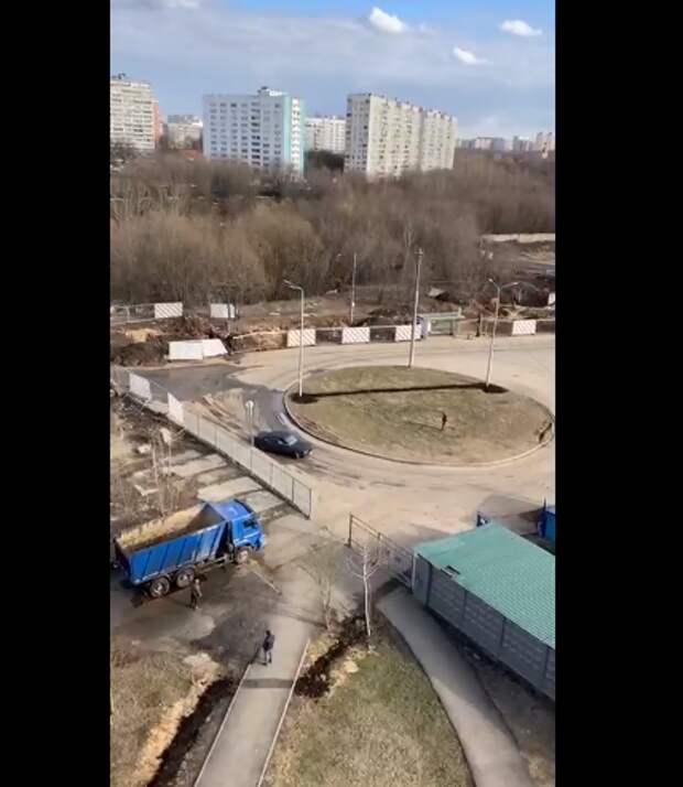 Местные жители пожаловались на дрифтеров в Юрловском проезде