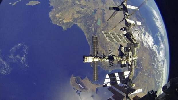 МКС выполнит манёвр уклонения от неработоспособного спутника США