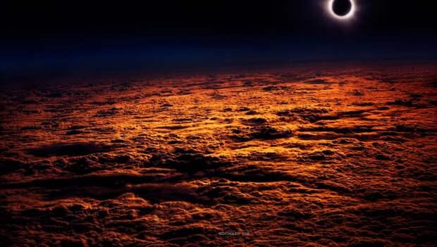 Редкие кадры прошедшего затмения. С самолёта, МКС на фоне затмения и пр.