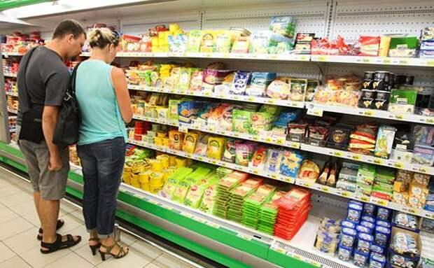 Крупнейшие ретейлеры договорились заморозить цены на социальные продукты