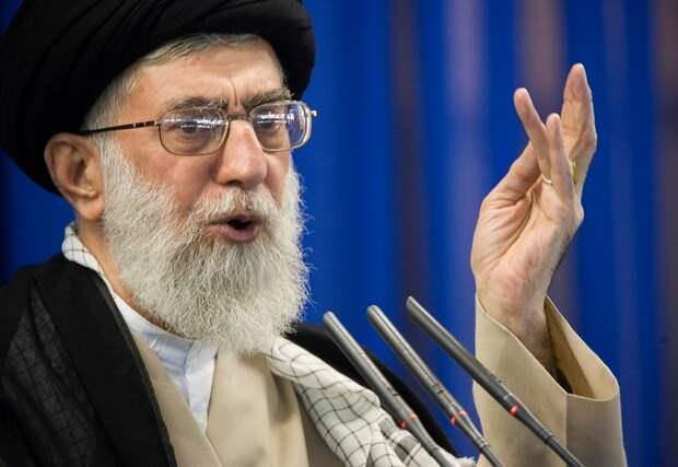 Верховный лидер Ирана пообещал отомстить США за гибель Сулеймани