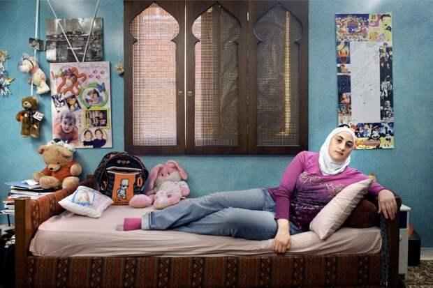 Как выглядят комнаты подростков из двух разных миров