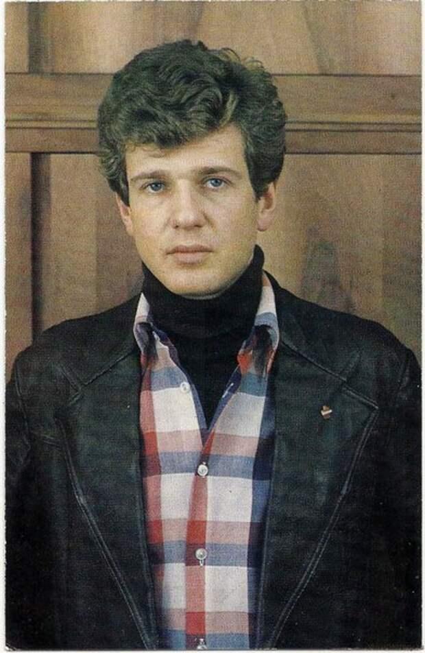 Советские открытки с Игорем Костолевским.