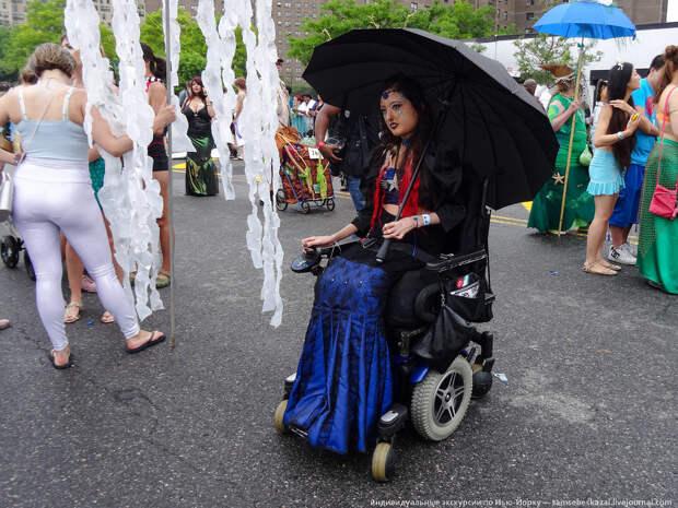 Было довольно много участниц в инвалидных креслах. америкосы, манхетон, руссалки