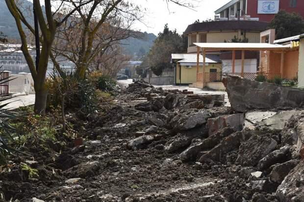 Подрядчик приступил к реконструкции набережной в Новом Свете