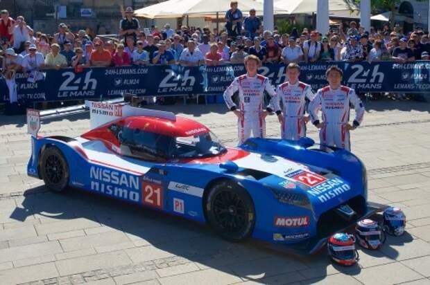 Экипаж Nissan GT-R LM NISMO №21 (слева направо): Лукас Ордонез, Марк Шульжицкий, Цугио Матсуда.