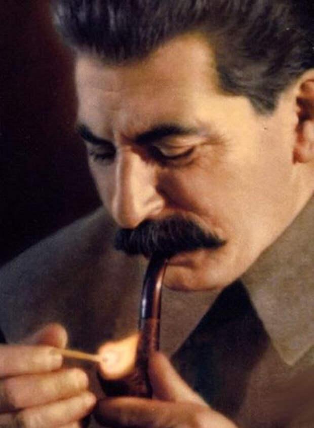 Сталин курит