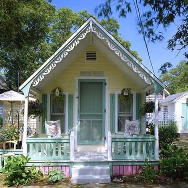 красивый маленький дачный домик