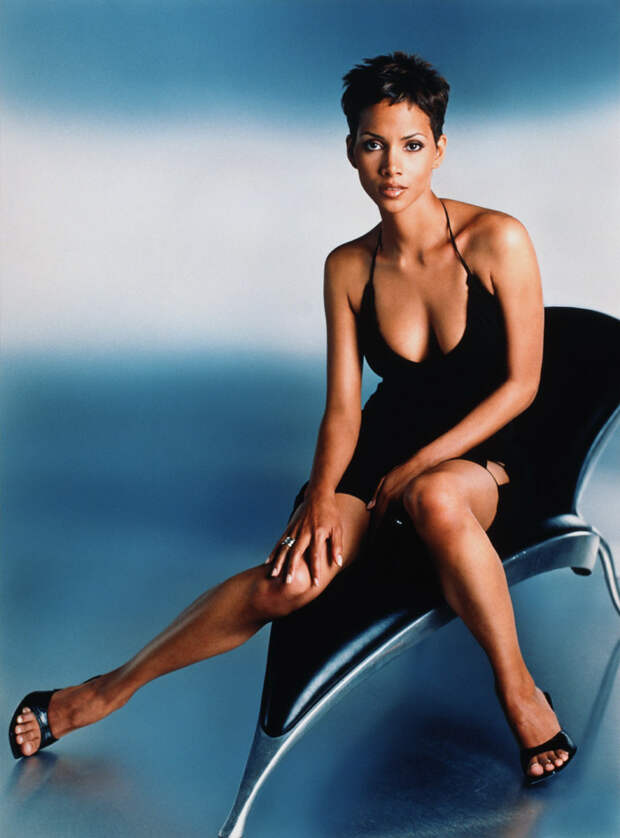 Холли Берри (Halle Berry) в фотосессии Антуана Вергла (Antoine Verglas) для журнала Maxim (июль 2000), фото 11