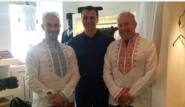 Макаревич в Киеве обрадовался бесплатной вышиванке