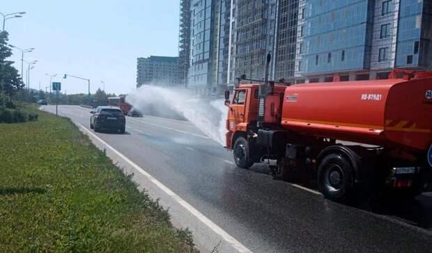 ВКазани из-за жары начали поливать асфальт