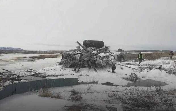 Следком возбудил уголовное дело после крушения вертолета на Чукотке