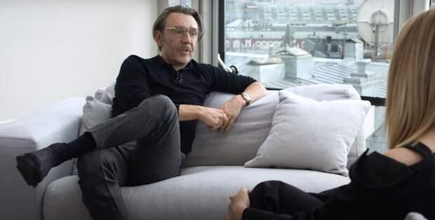 Шнуров оценил творчество Бузовой и Моргенштерна