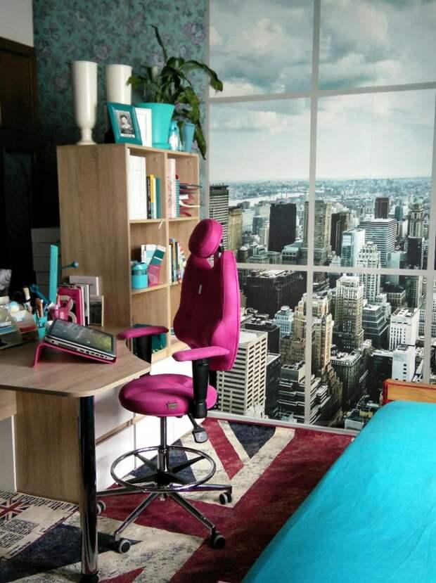 Домашний кабинет для ноутбука и швейной машинки