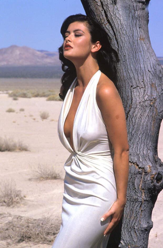 Кэтрин Зета-Джонс (Catherine Zeta-Jones) в фотосессии Рона Вулфсона (Ron Wolfson) на съемках клипа For All Time (май 1992), фото 4