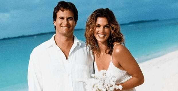 Синди Кроуфорд показала архивную фотографию со свадьбы